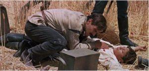 Доктор Живаго помогает раненому